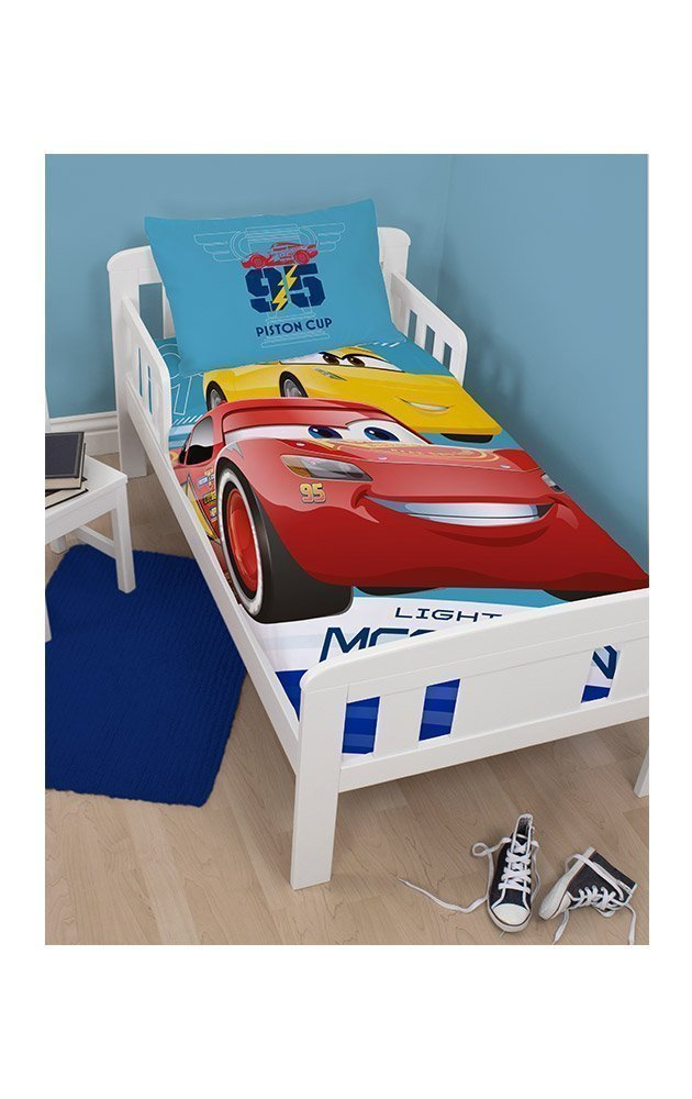 housse de couette disney cars junior pour lit 70x140 cm. Black Bedroom Furniture Sets. Home Design Ideas